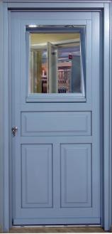 Ξύλινη εξώπορτα με 3 ταμπλάδες και παράθυρο στο επάνω μέρος