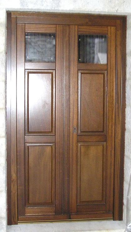 Ξύλινη εξώπορτα με 2 ταμπλάδες και σταθερά τζάμια