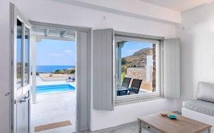 Ανακλινόμενο παράθυρο με εσωτερικό τρίφυλλο σκιάδιο